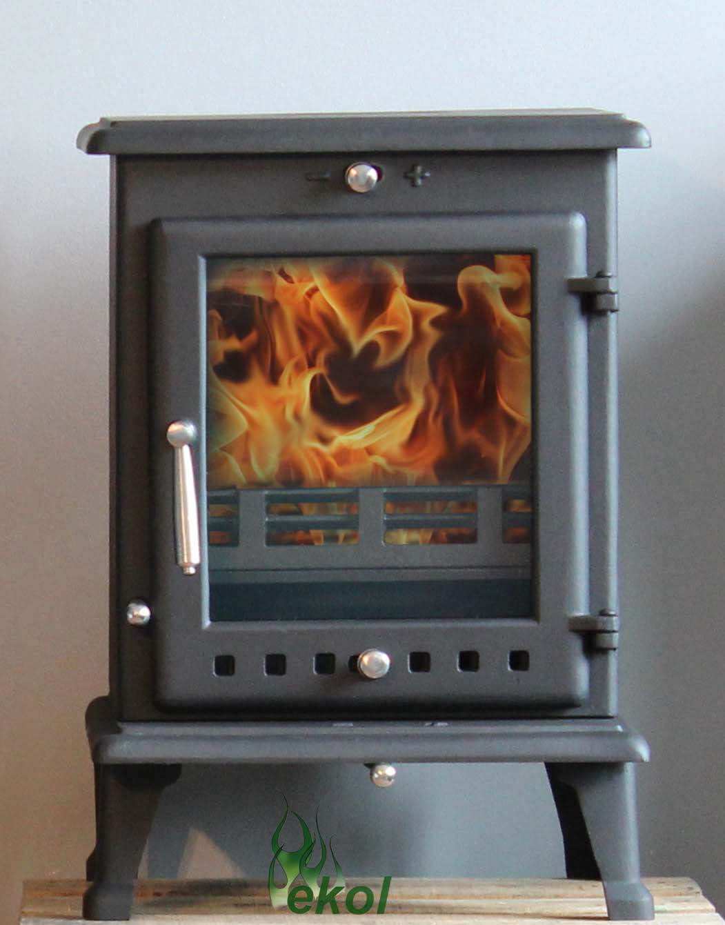 Ekol Crystal 8 woodburning multi fuel stove